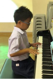 Yang Hao Ming (3 Sincere), showcasing his music talent.